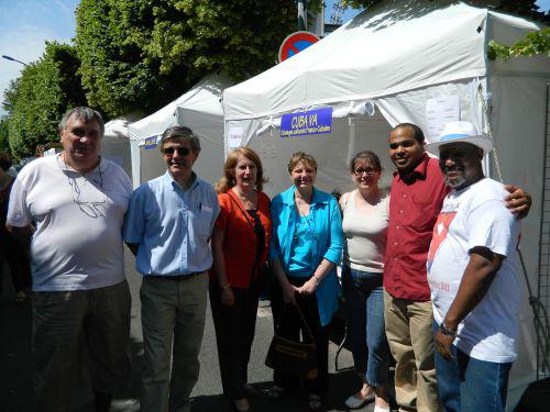 Cónsul General de Cuba en Francia con la alcaldesa de Malakoff y miembros de la Asoc. Cuba Va