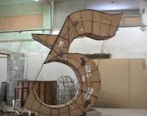 Escultura gigante por Los Cinco en Cuba