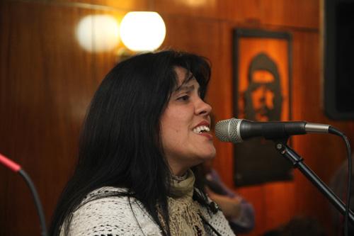 trovadoras en el acto del 26 en Argentina