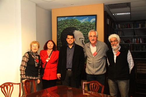 Entrega de documento solidario con Venezuela