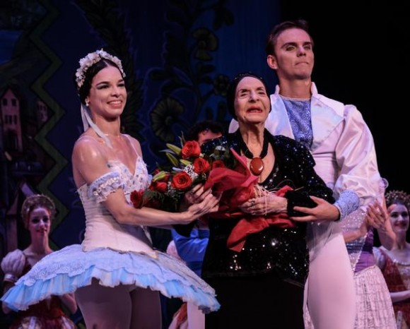 Alicia Alonso recibe en El Salvador su sexto Honoris Causa