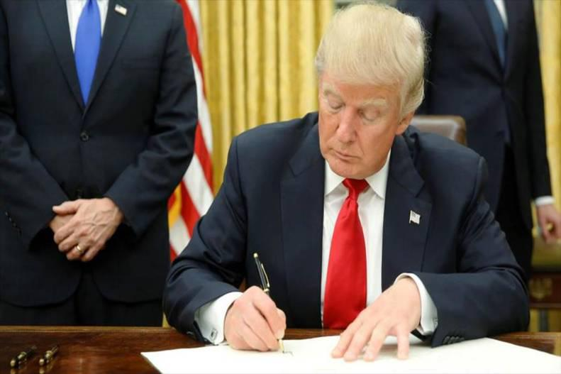Trump ordena congelar todos los bienes de Venezuela en EEUU